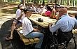 שולחן נגיש לנכים בפארק מקורות הירקון