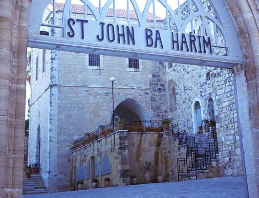 עדנה מפתיעה לשפה העברית, כנסיית יוחנן הקדוש בהרים