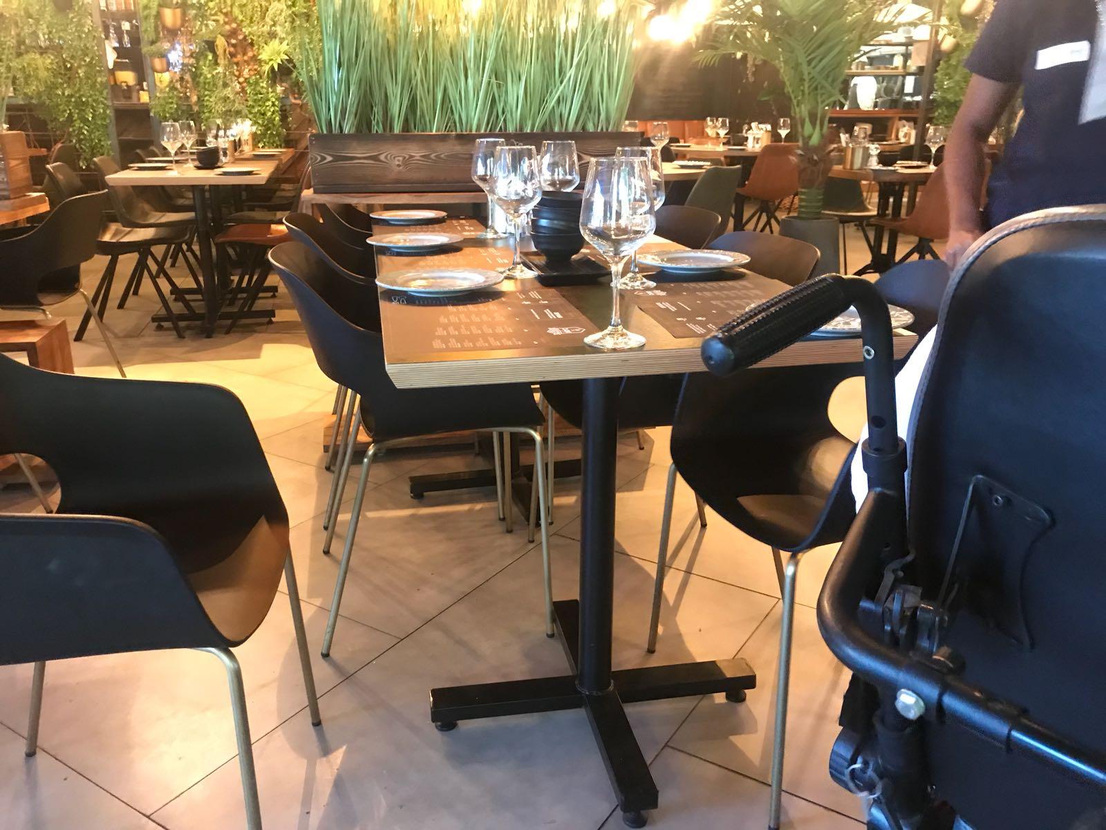 חלל המסעדה