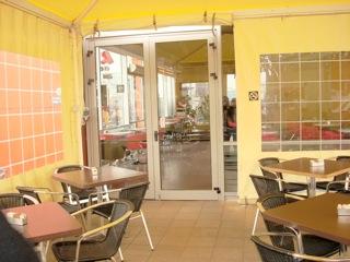 כניסה ובמסעדה