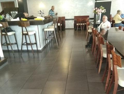 החלל הפנימי במסעדה