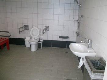 תא משולב שירותים-מקלחת-מלתחה