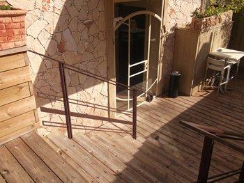 """מדרגות אל כניסה ראשית """"ברברוסה"""""""