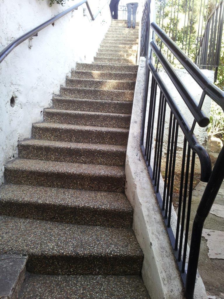 מוזיאון מאנה כץ - מדרגות